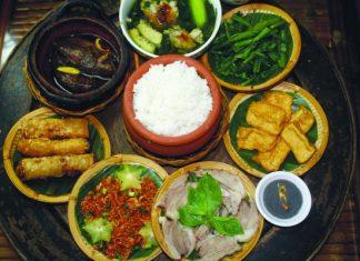 Manger sur les trottoirs au vietnam