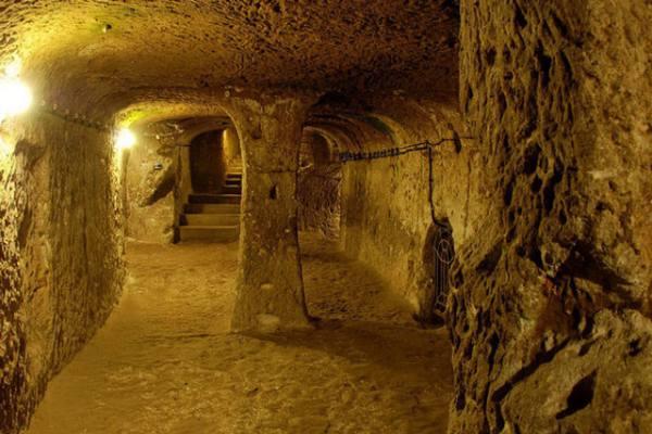 Tunnels Cu Chi Vietnam